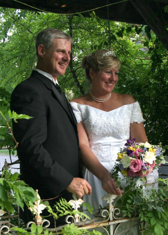 Gruene Mansion Inn Wedding Couple