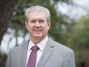 linkedin headshot man in suit and tie san antonio texas near me