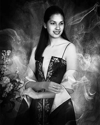black-white-graduation-portrait-in-studio