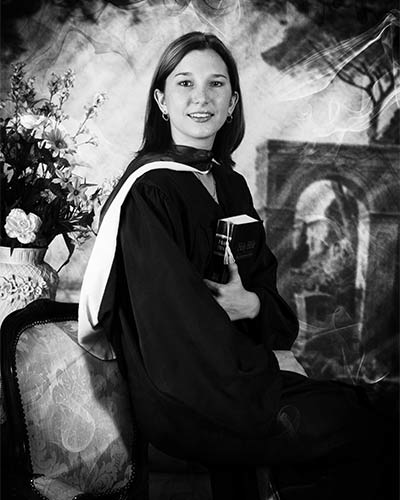 graduation-pictures-san-antonio-girl-black-and-white-cap-and-gown
