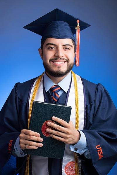 graduation-portrait-UTSA-San-Antonio