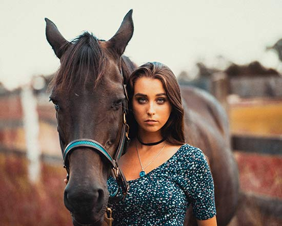 graduation-portraits-girl-with-her-horse-san-antonio-hill-country