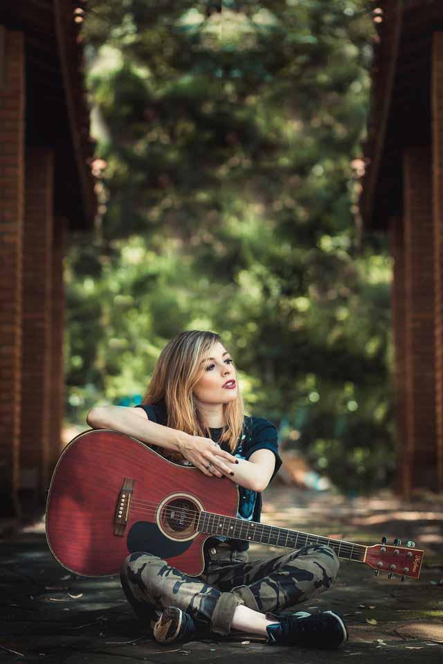 senior-picture-girl-sitting-with-guitar-downtown-san-antonio
