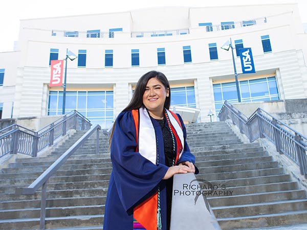 graduation-portrait-UTSA-campus-girl-cap-and-gown