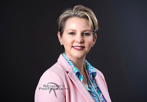 womans-business-portrait-san-antonio-in-pink