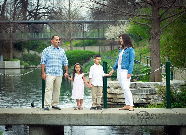 family portraits san antonio riverwalk