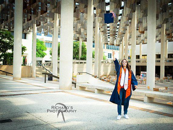 UTSA-Graduation-portrait-on-school-campus-san-antonio
