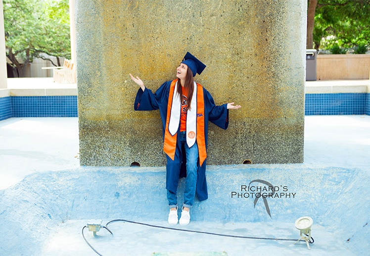 UTSA graduation pictures in the water fountain on campus
