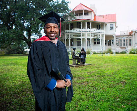 UIW graduation pictures on campus in san antonio