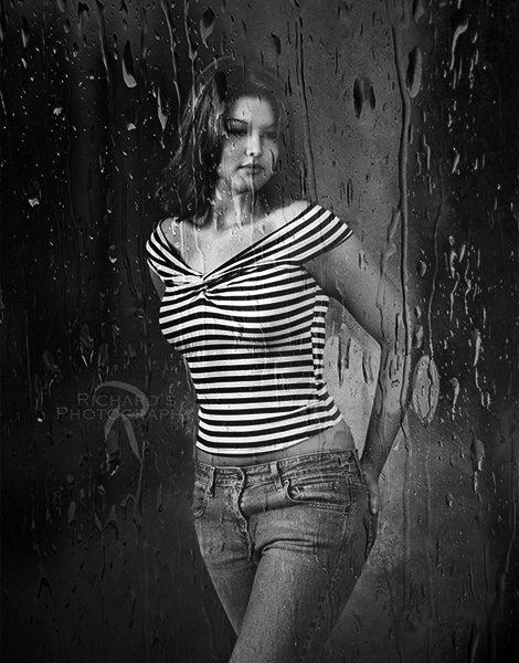 creative-senior-portrait-girl-in-rain-san-antonio tx