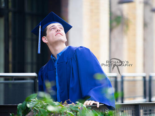 senior-pictures-cap-and-gown-san-antonio-the-pearl