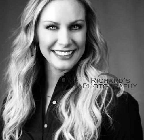 black-and-white-women's-headshot-photography-san-antonio-texas