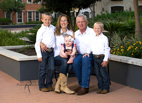 photo grandparents with grand children in white clothing and blue jeans