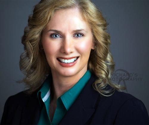professional-women's-business-portrait-in-studio-san-antonio-texas