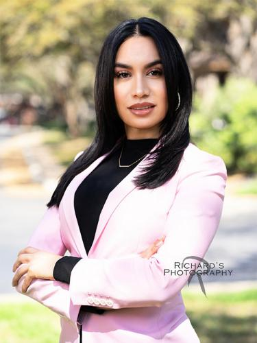real-estate-agent-outdoor-headshot-woman-san-antonio